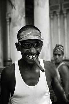 Kuba Havanna Mann mit Zigarre von Lars Beekman
