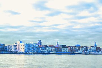 Dordrecht - skyline - in blauw tinten van Ineke Duijzer