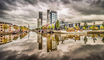 Skyline Leeuwarden met wolkenlucht van