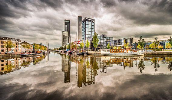 Skyline Leeuwarden met wolkenlucht
