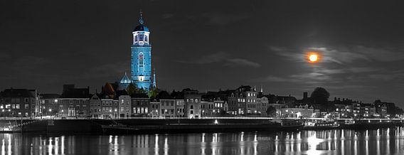 Panorama Lebuïnuskerk te Deventer met supermaan van Anton de Zeeuw