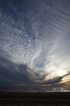 Zonsondergang aan zee van Leon van Voornveld