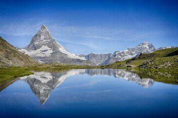 Reflexion des Matterhorns in der Schweiz von Gerard Van Delft