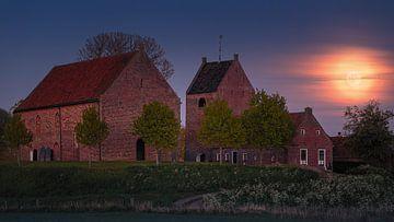 Vollmond-Sonnenuntergang in Ezinge, Groningen, Niederlande von Henk Meijer Photography