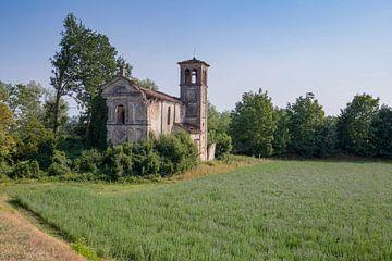 Verlaten kerkje in Italie van