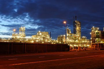 Olieraffinaderij in het Botlekgebied in Rotterdam von