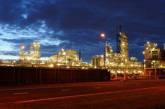 Olieraffinaderij in het Botlekgebied in Rotterdam
