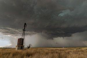 Windmolen in Oklahoma met onweersbui
