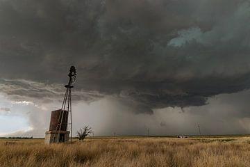 Windmolen in Oklahoma met onweersbui van Menno van der Haven