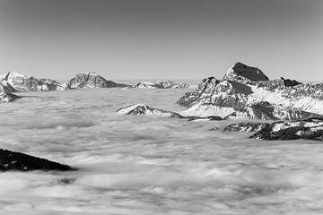 Wolkenzee boven de Franse Alpen van Jc Poirot