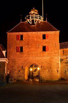Vischpoort van Harderwijk in de avond van Gerard de Zwaan