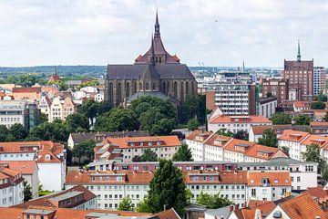 Blick über die Dächer der Hansestadt Rostock von Reiner Conrad