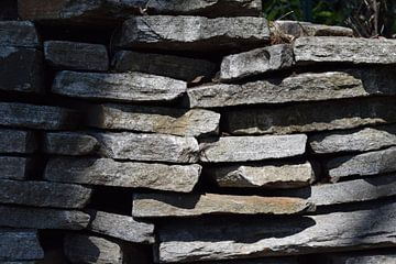 stenen muur van Leanne van Iersel