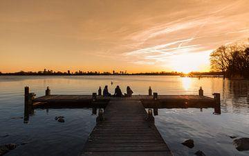 De zonsondergang bij de Kralingse Plas in Rotterdam van