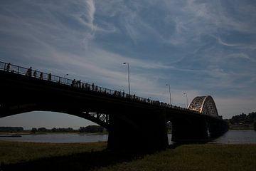 Wandelend (Vierdaagse) naar Nijmegen  van Mart van Zwam