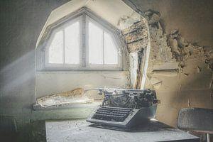 Typemachine bij raam