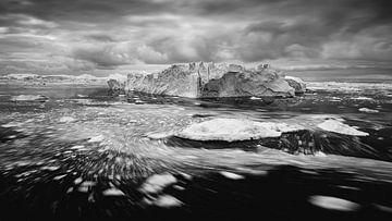 Zwartwit foto van ijsschots in Groenland