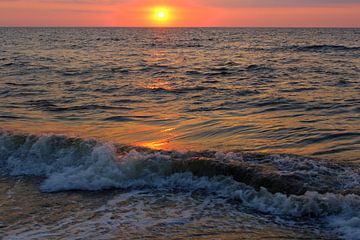 zonsondergang aan zee van Geert Heldens