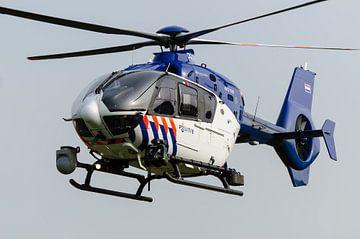 Niederländischer Polizeihubschrauber im Flug von John Wiersma