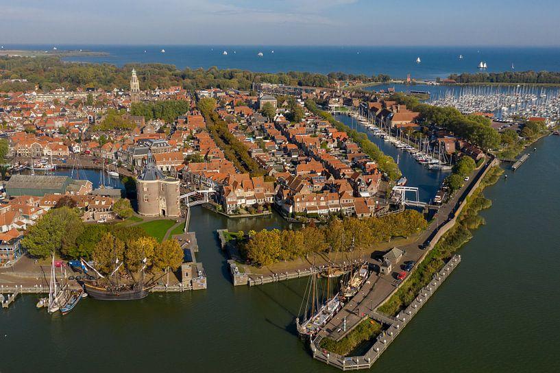 Luchtfoto van Enkhuizen van Menno Schaefer