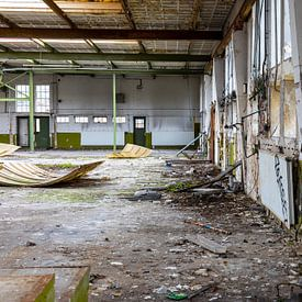 Urbex - interieur van een vervallen gebouw van Photo Henk van Dijk
