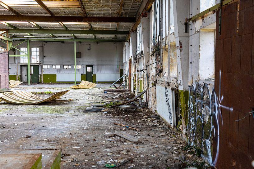 Urbex - intérieur d'un bâtiment délabré sur Photo Henk van Dijk