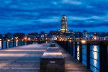 La ligne d'horizon du Deventer depuis la jetée avec l'église Lebuïnus sur Jaimy Leemburg Photography