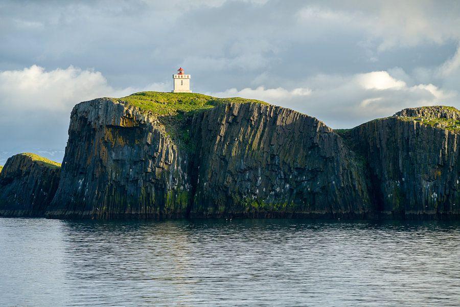 De vuurtoren van Elliðæy, IJsland van Joep de Groot