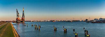 Sleipnir - grootste kraanschip ter wereld in Rotterdam Panoramafoto bijzonsondergang van Erik van 't Hof