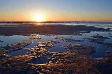 Sonnenuntergang auf Texel von Nederland op Foto