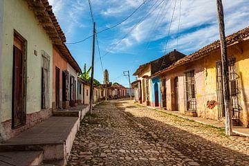Kasseien straat in Trinidad in de ochtend.