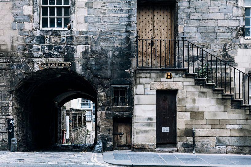 Het kleine deurtje in de straten van Edinburg van Rebecca Gruppen