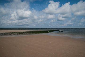 Bewolkte Dag Strand Zeeland van Manuel Declerck