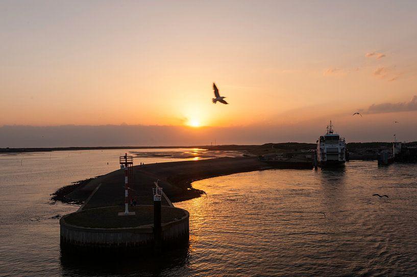 Sunset over the Island van Brian Morgan