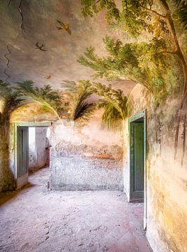 Peinture abandonnée en décomposition. sur Roman Robroek