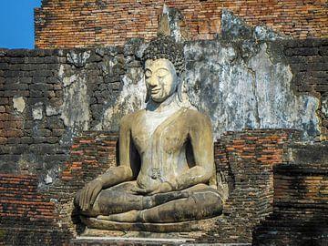 Boeddha zittend voor de tempel,  Ayutthaya, Thailand van