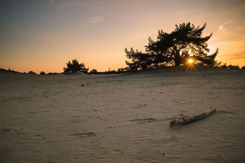 Zonsondergang zandverstuiving Aekingerzand van Martzen Fotografie