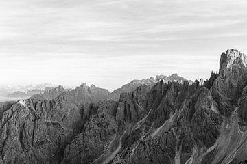 Auf dem Gipfel der Welt |Berge der Dolomiten, Italien. von Wianda Bongen