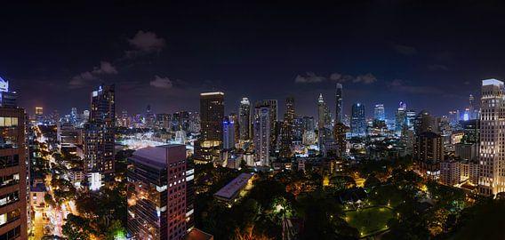 Nachtelijke skyline van Bangkok, Thailand