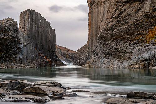 De Bassalt kolommen canyon studlagil van