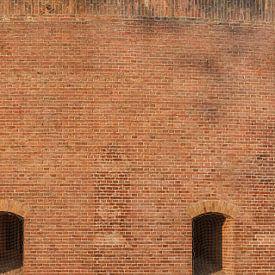 Groot staand panorama van detail torenfort aan de Ossenmarkt in Weesp, Nederland van Martin Stevens