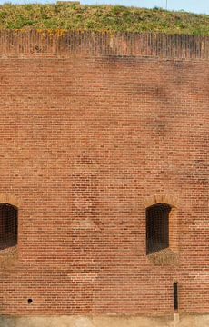 Groot staand panorama van detail torenfort aan de Ossenmarkt in Weesp, Nederland sur Martin Stevens