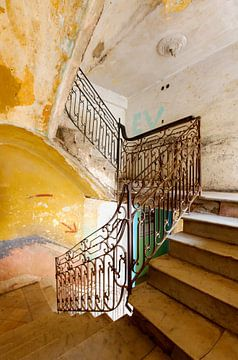 CUBA - ESCALIER en déclin sur Marianne Ottemann - OTTI