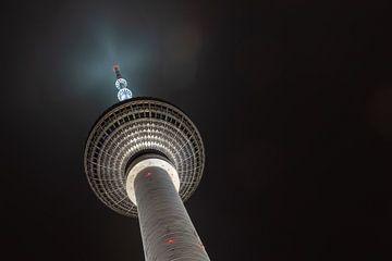 Fernsehturm - Alexanderplatz - Berlijn van Arie de Korte