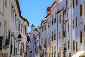 Witte straat in Évora, Portugal