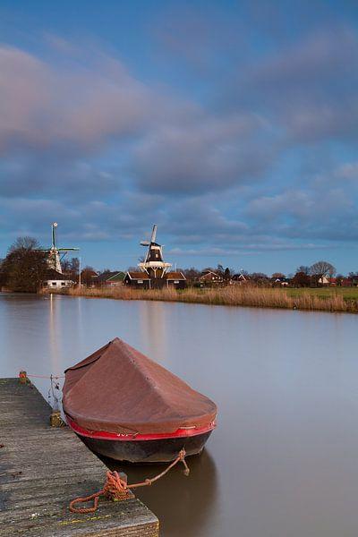 Boot in het Damsterdiep bij Ten Boer van Ron Buist