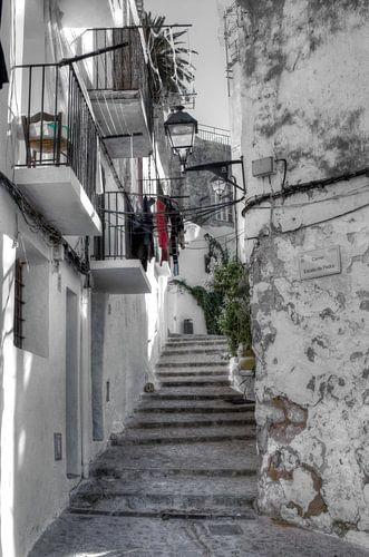 HDR foto van één van de vele trapstraatjes in Ibiza stad.