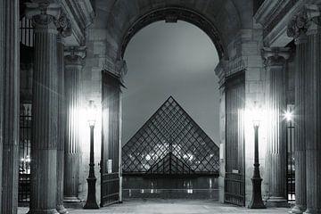 Glaspyramide am Louvre Museum von Markus Lange