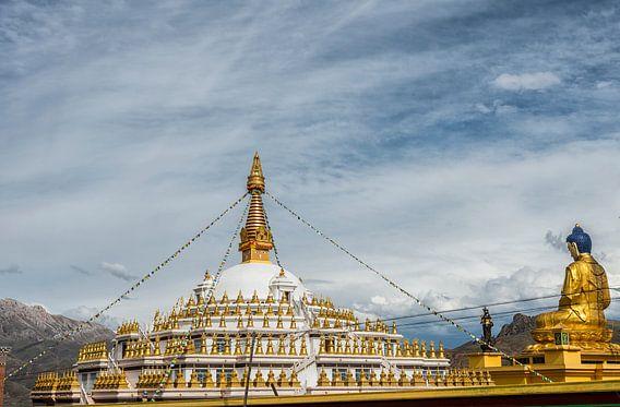 Ashoka Stupa in Shorda, distrikt Nangchen. van Theo Molenaar