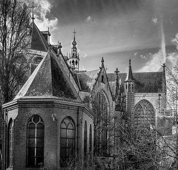 Partie de l'église Sint-Jans à Gouda en noir et blanc. sur Gouda op zijn mooist